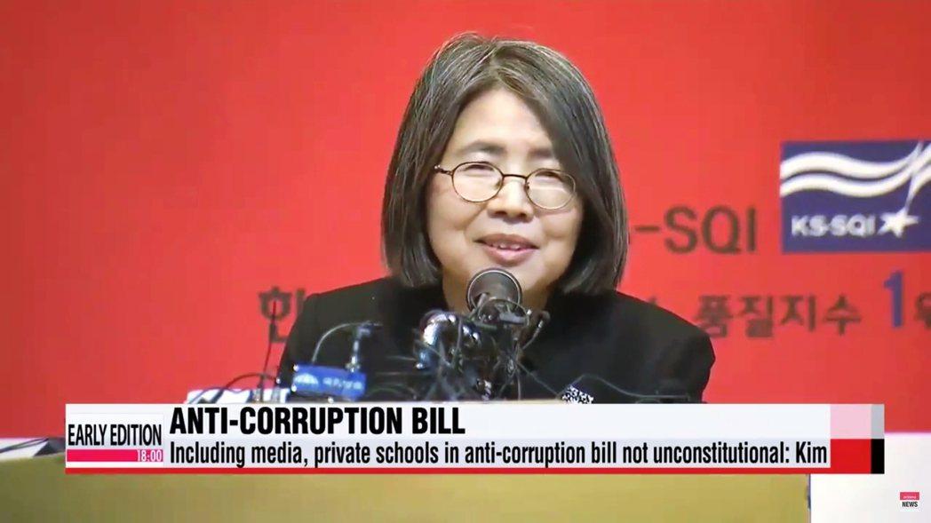 這項法律是由前大法官金英蘭推動的法案,目的就是要杜絕南韓社會長期「走後門」、「靠...