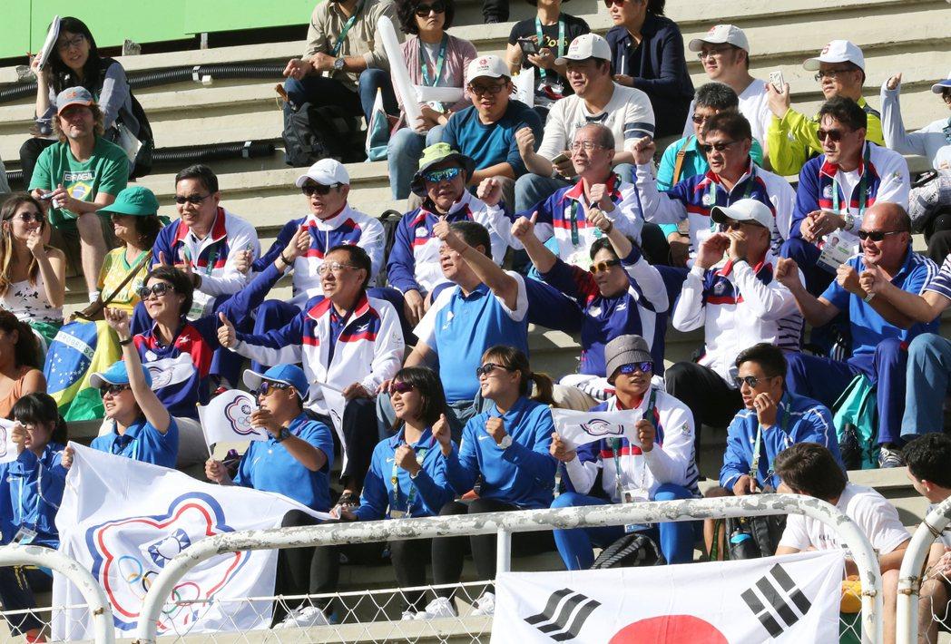奧運女子射箭八強賽下午舉行,我國選手譚雅婷在加射賽敗給德國選手翁魯(Lisa U...