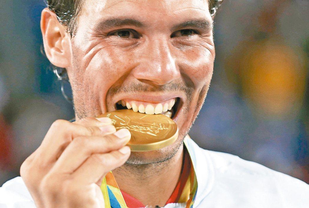 西班牙網球選手納達爾和搭檔羅培茲在男子雙打擊敗羅馬尼亞代表隊對手,再嘗金牌滋味。...