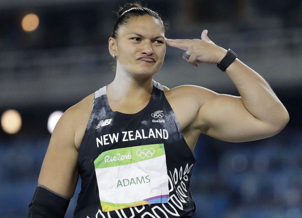 亞當斯姐姐在奧運鉛球奪下銀牌。 美聯社