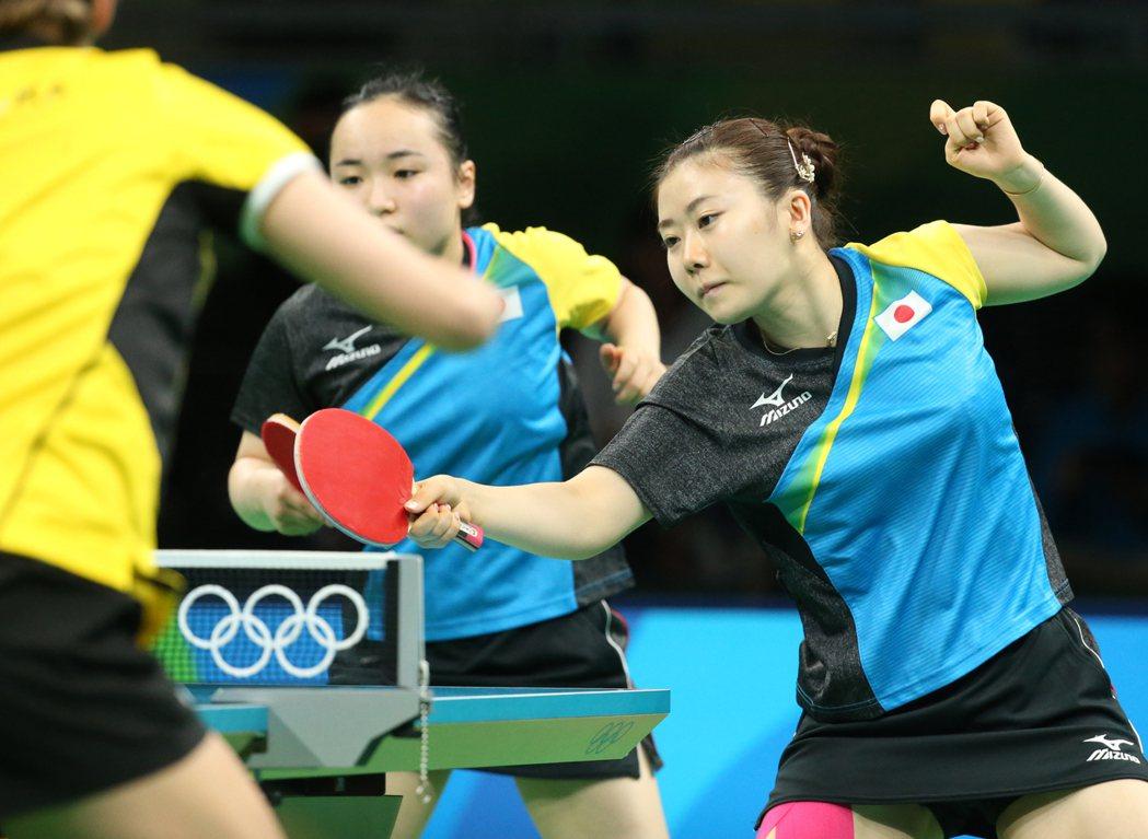 奧運桌球女子團體賽下午舉行,在日本出戰波蘭時,準台灣媳婦福原愛(右)再次代表日本...