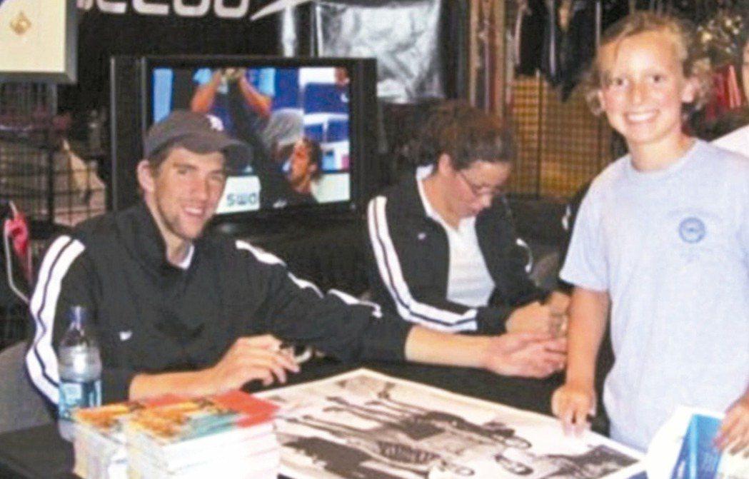十年前,蕾德基(右)和費爾普斯的合影。 圖/翻攝自每日郵報