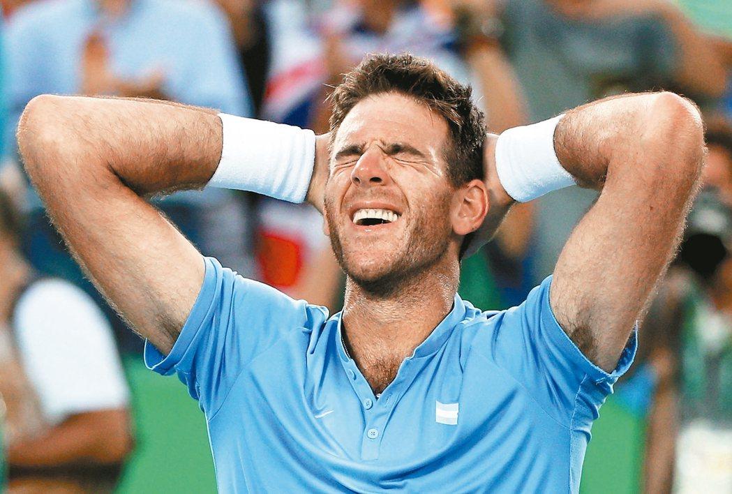 阿根廷網球名將迪爾波卓闖進男單金牌戰後,心情顯得很激動。 路透