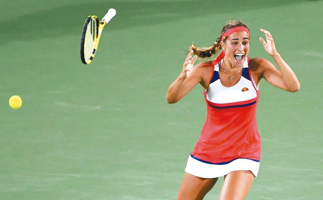 贏球後狂喜,普伊格在奧運網球女單意外封后。 法新社
