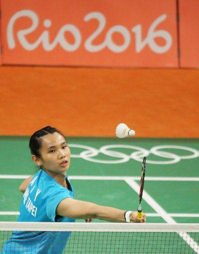 里約奧運羽球女單晚上舉行,中華台北選手戴資穎以直落二的成績,大勝俄羅斯佩米諾娃,...