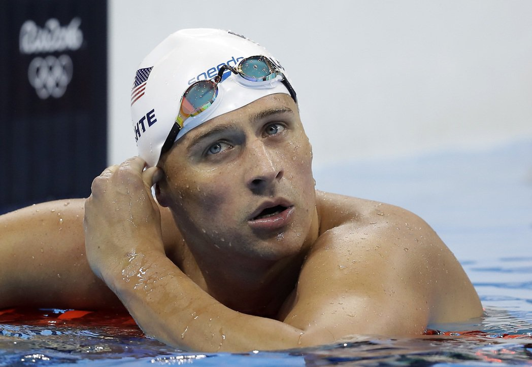 32歲美國游泳老將洛克特在里約奧運路上被假冒警察的搶匪搶劫。 美聯社