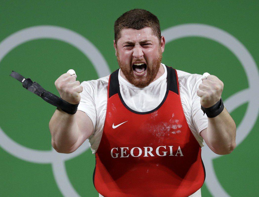 喬治亞Lasha Talakhadze男子舉重105公斤級總合破世界紀錄。 美聯...