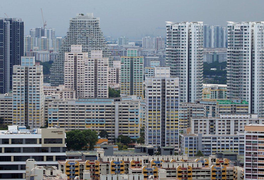 新加坡7月新屋銷量升至一年來最高,買家房價跌近三年之際搶進新建案。(路透)