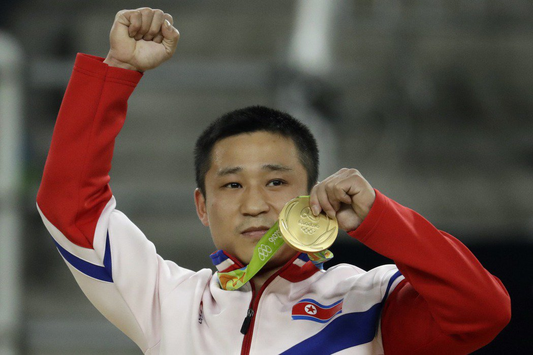 李世光在體操跳馬項目為北韓摘下第二金。 美聯社