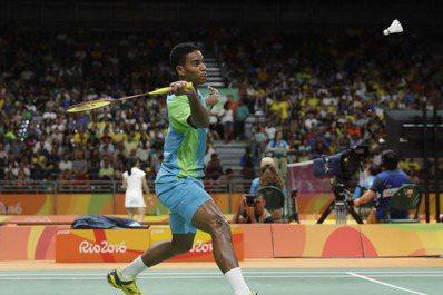 出身里約貧民窟的巴西羽球小將歐里維拉打進奧運,雖然輸球還是很受歡迎。 美聯社