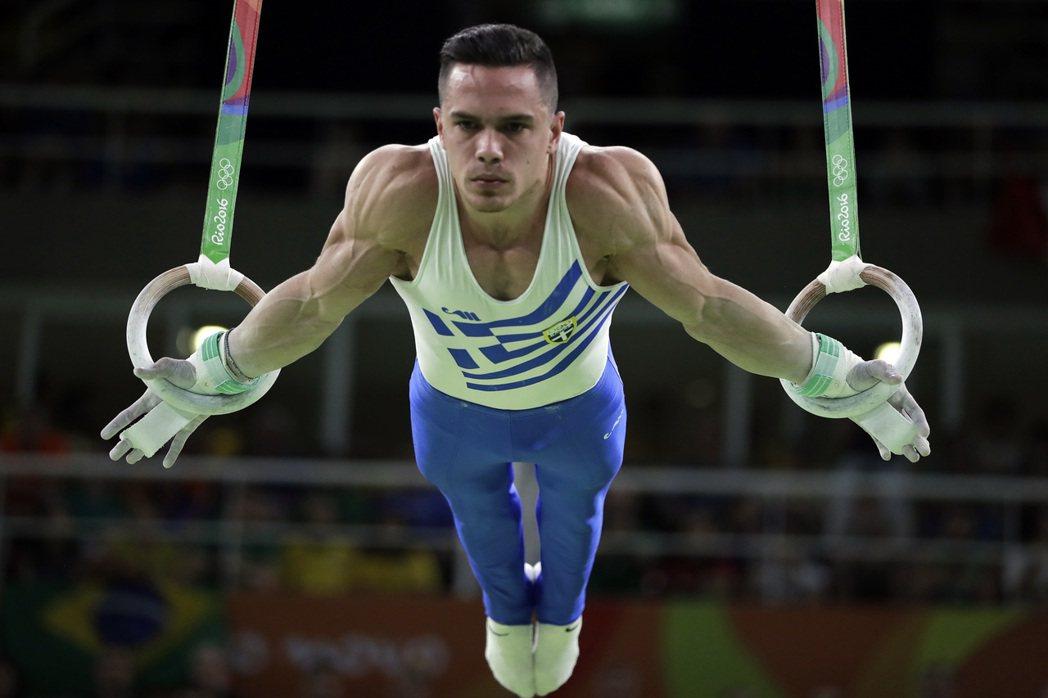 25歲希臘體操選手佩爾羅尼亞斯曾經受到霸凌,但今天他在奧運男子吊環決賽奪金一吐怨...
