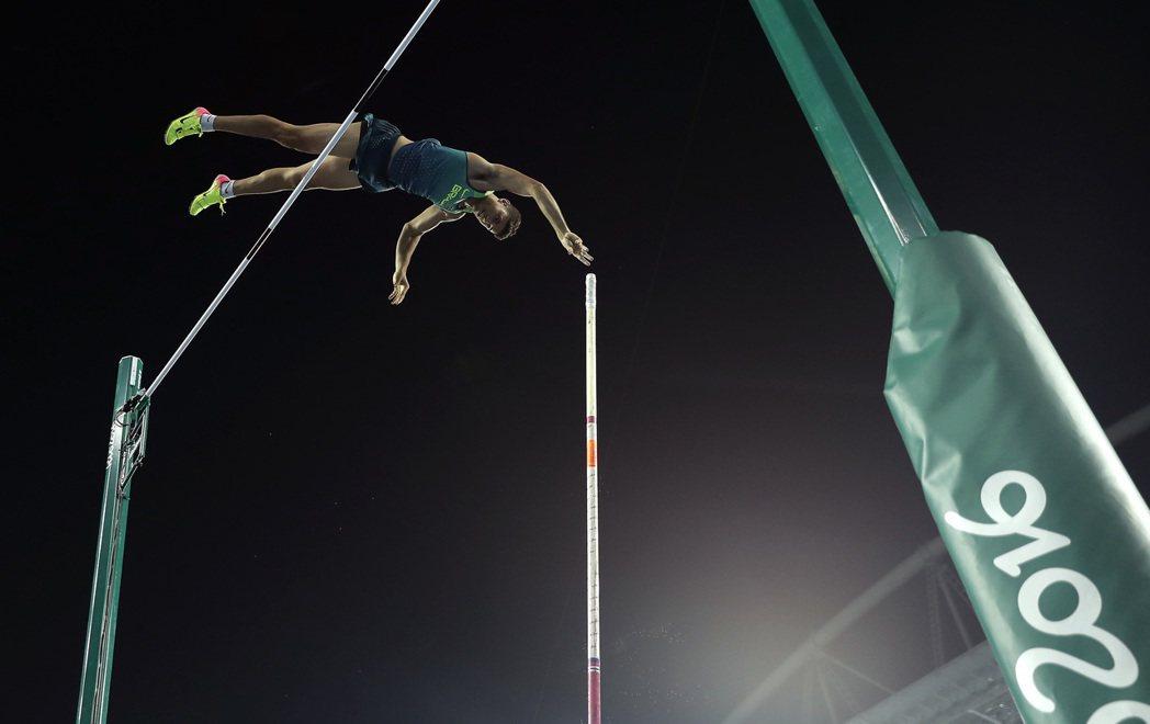 席爾瓦撐竿跳英姿。 美聯社