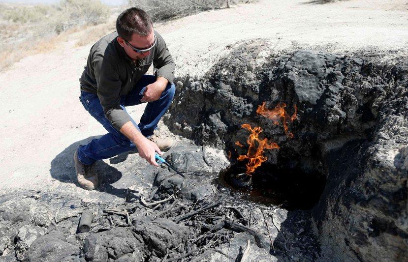 頁岩氣開採可造成大量甲烷外洩,其分子除了會造成比二氧化碳分子高25倍的暖化效果外...