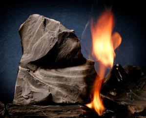 油頁岩是富有有機物、顆粒細緻腐泥的沉積岩層,分佈於世界各地。