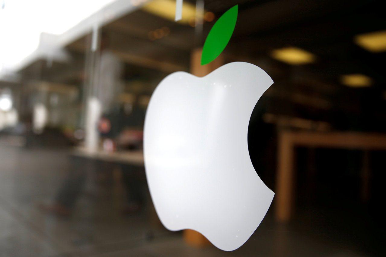 巴菲特執掌的波克夏公司大舉加碼蘋果股票55%,索羅斯則結清蘋果持股。(路透)