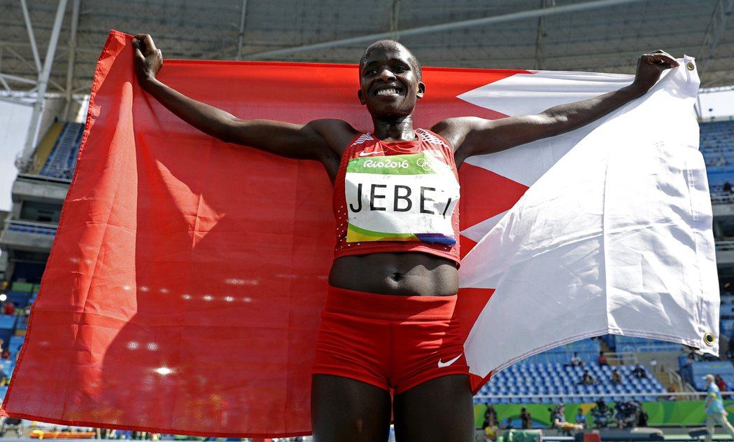 巴林「歸化」選手潔彼特,昨天摘下奧運女子三千公尺金牌。 美聯社