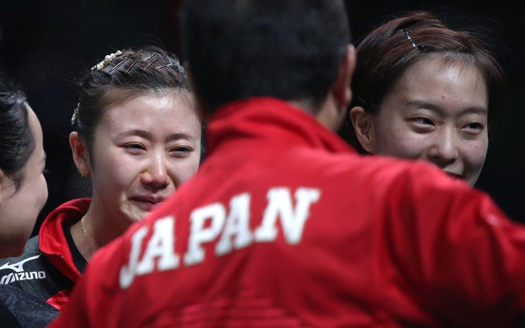 日女子桌球隊以總成績3:1扳倒新加坡,拿下女團銅牌,福原愛激動落淚。 美聯社