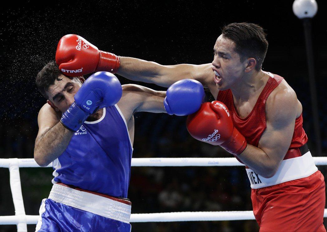 墨西哥拳擊好手羅德里格斯為了一圓前往里約奧運參賽的夢,曾在墨西哥市街道以及公車上...