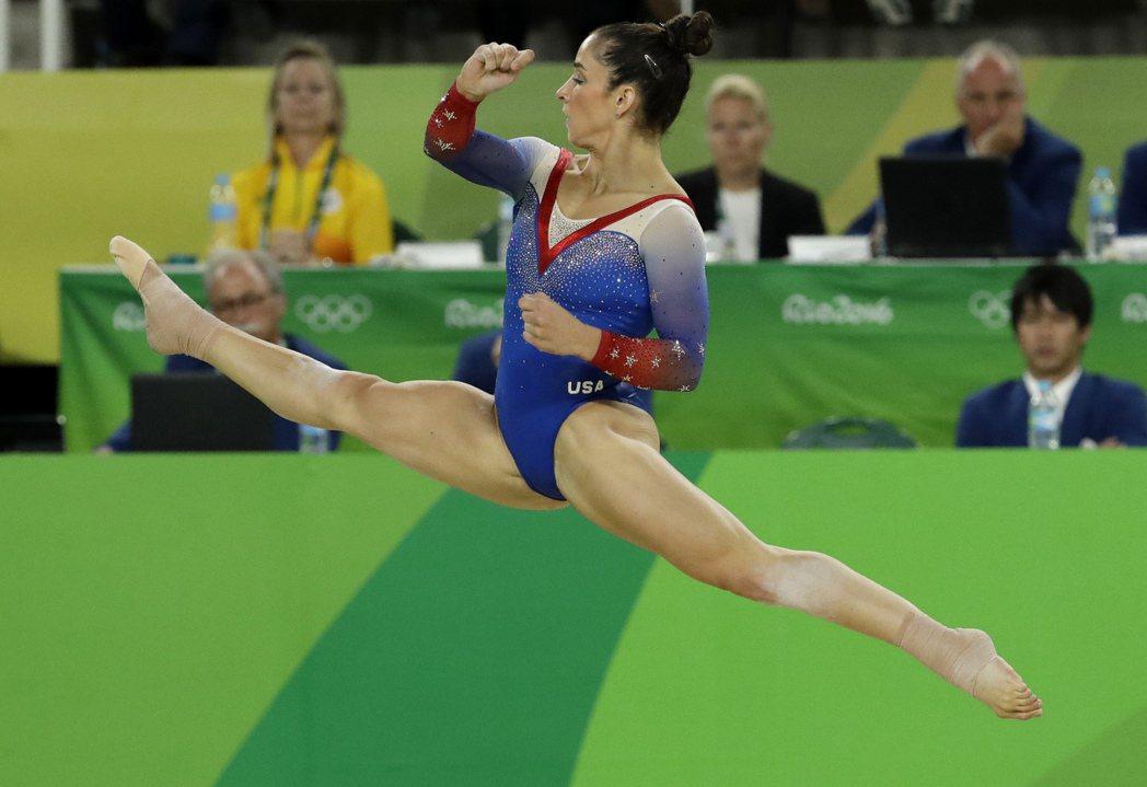 國際體操總會(FIG)會長葛蘭不認同裁判意見,直言地板動作銀牌得主芮斯曼(圖)動...
