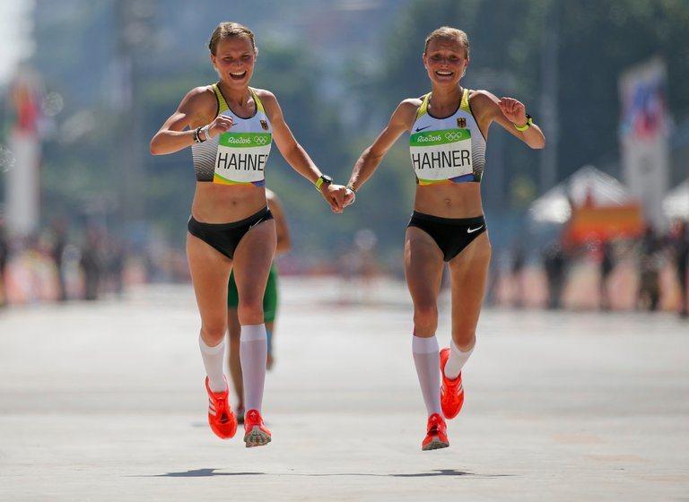 雙胞胎姊妹安娜哈納(Anna)和莉莎哈納(Lisa Hahner)在里約奧運馬拉...