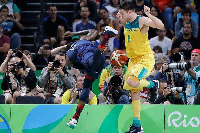 戴拉維多法(右)雖然被選為NBA打球最髒的球員,但是他在本屆奧運展現了優異的助攻...