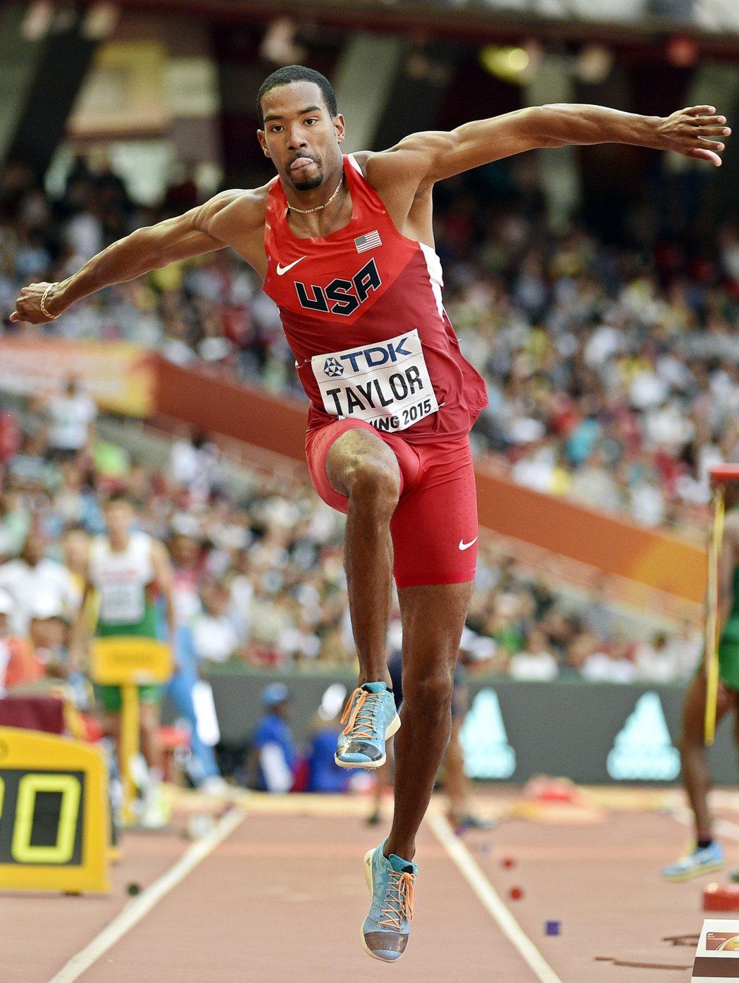 2015年,美國凱瑞斯蒂安·泰勒在北京世界田徑錦標賽,耐吉鞋來不及提供,破例讓他...