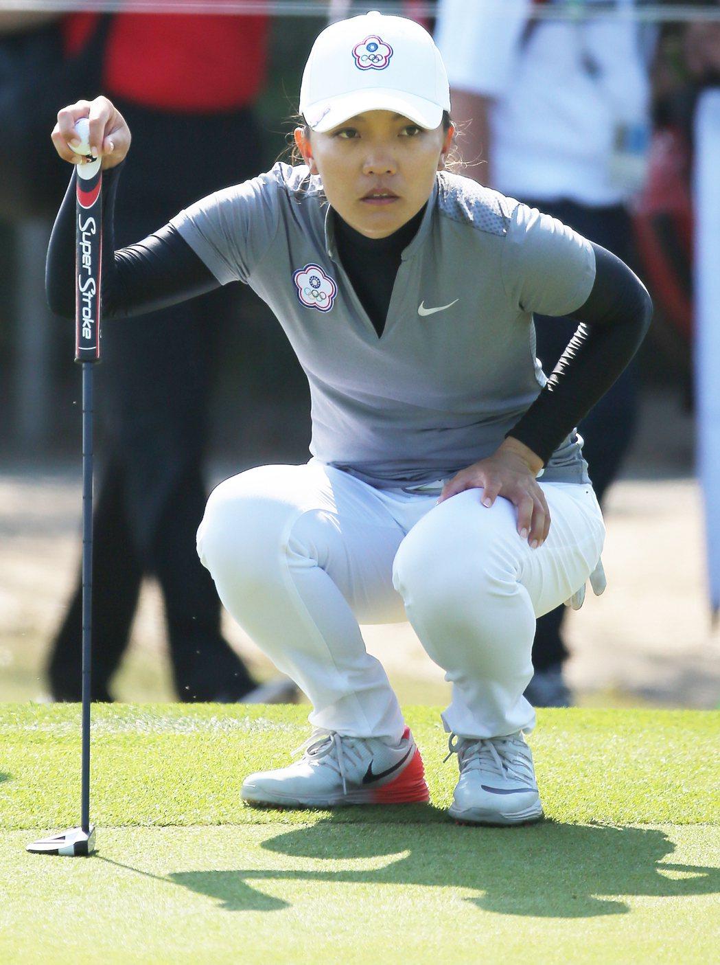 里約奧運女子高球上午持續舉行,我國好手盧曉晴在女子高球第二輪前9洞狂抓5小鳥,一...