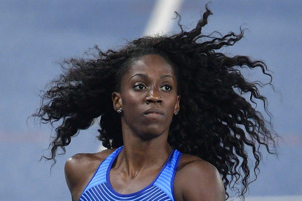 美國女將史賓瑟實現祖母遺願,在奧運女子400公尺跨欄決賽,跑出個人最佳成績53秒...