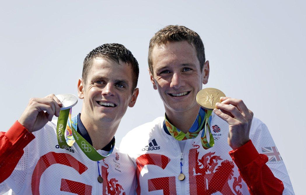 英國的布朗里兄弟在奧運鐵人三項包辦金銀牌。 美聯社