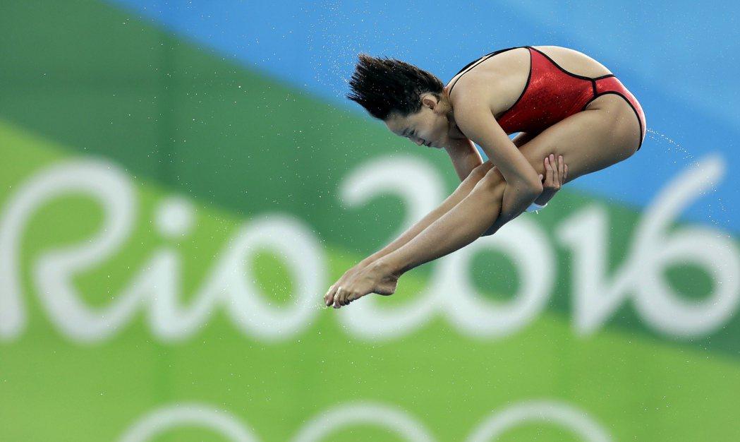大陸跳水15歲小將任茜在女子10公尺跳台以439.25的高分摘下金牌 美聯社