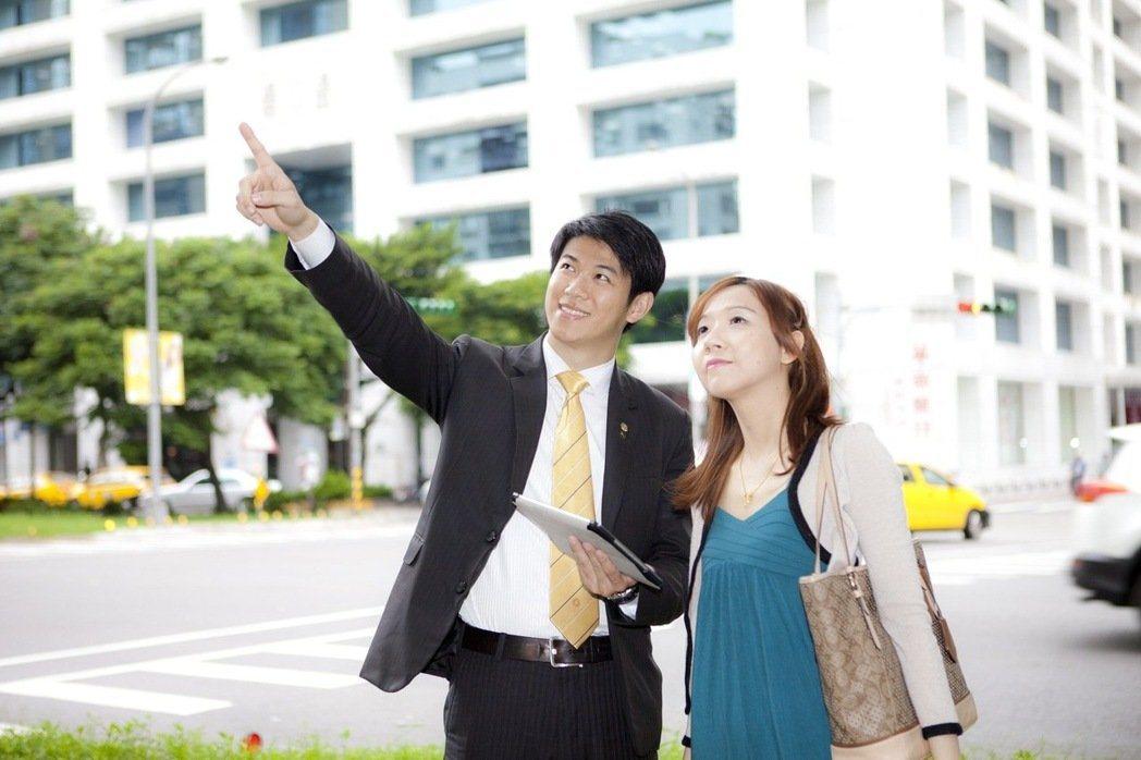 找對房地產經紀人員是順利賣房子的第一步,與經紀人談話時問對問題,更是找對人選不可...