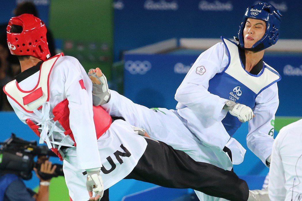 雖然8強止步,但劉威廷(右)不氣餒,要放眼東京奧運。 陳正興