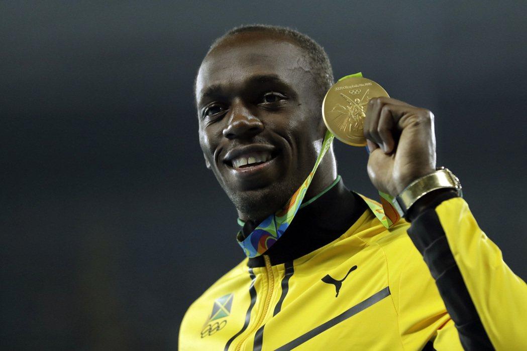 成為奧運史上首位完成一百公尺三連霸的選手,「牙買加閃電」柏特昨天再次締造前所未有...