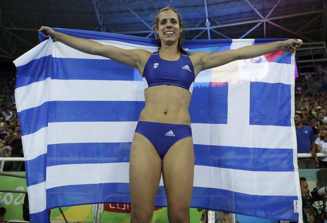 希臘的絲蒂凡妮蒂因失敗次數較少獲得金牌,成為新一代的撐竿跳女王。 美聯社