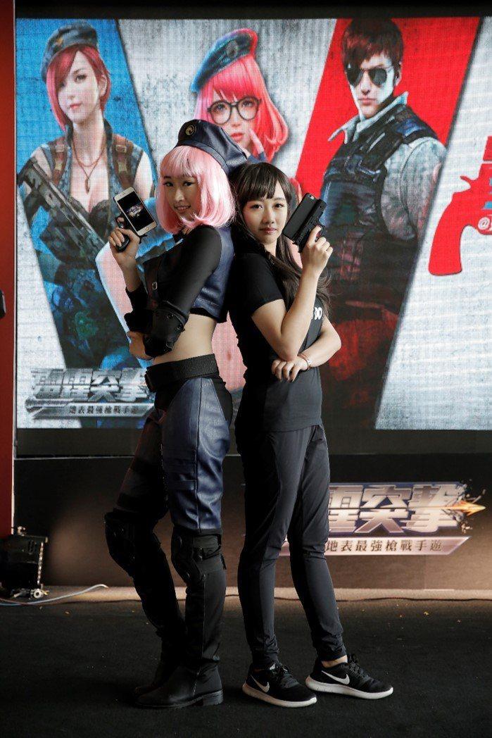 吳佳穎(右)為雷霆突擊周年慶站台。      圖/台灣競舞娛樂提供