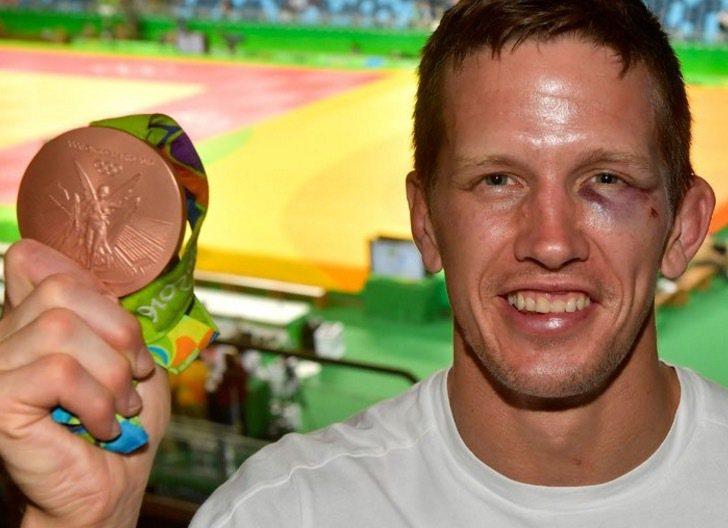 獲得柔道銅牌的比利時選手帝希爾遇到小偷後臉上挨了一拳,被打成貓熊。 擷圖自SPO...