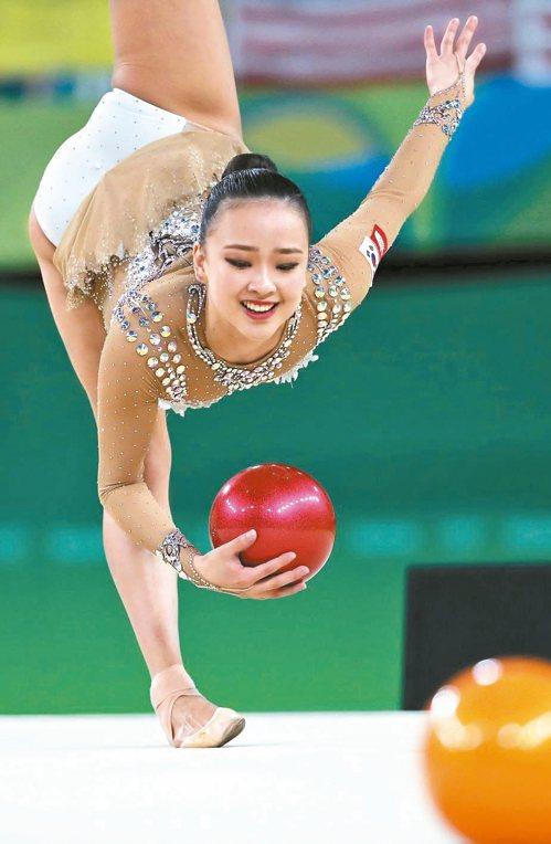 南韓的孫延在獲韻律體操個人全能第4名,她在球的演出相當優美。 法新社