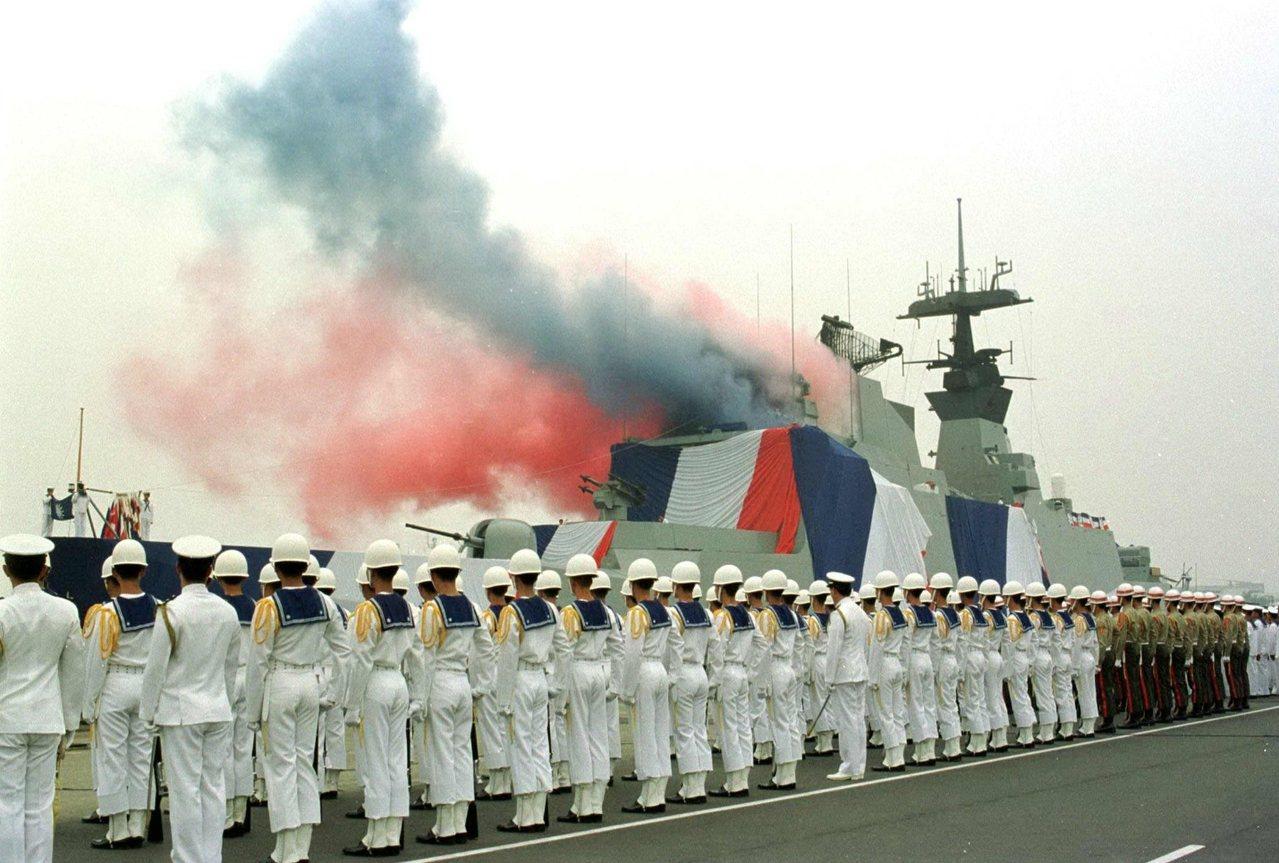 以往法國在世界軍火銷售上的「戰績」,相當顯赫。圖為1996年10月成軍的拉法葉軍...