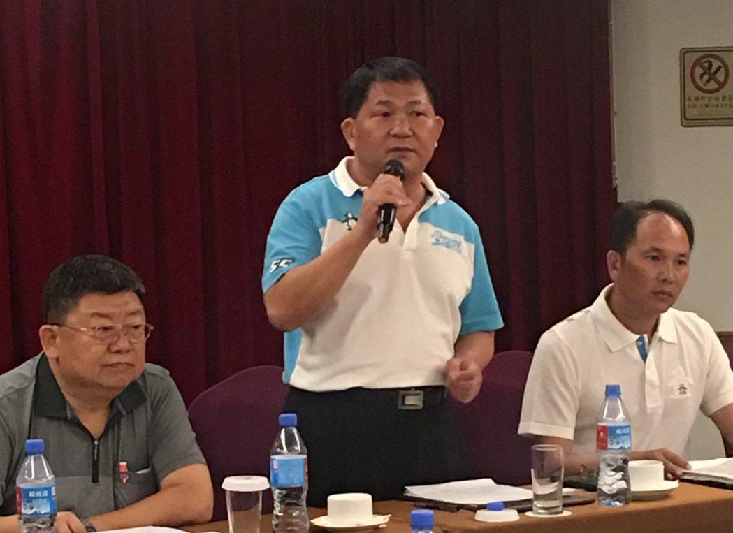 羽協理事長程俊琅對戴資穎球鞋風波造成的爭議向社會大眾道歉。   記者曾思儒/攝影