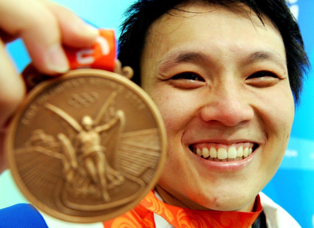 中華隊盧映錡在二ΟΟ八年北京奧運女子63公斤級項目,以抓舉104公斤、挺舉127...