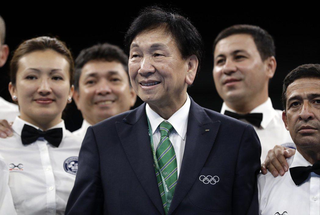 國際拳總會長吳經國(中)提出下屆奧運改革方向。 美聯社