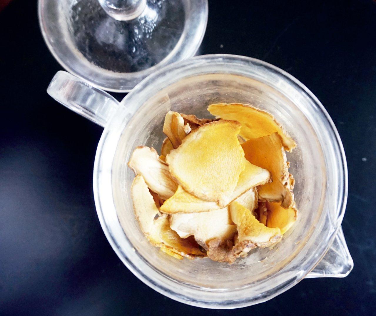 薑黃是天然的強力抗氧化劑,會溶解塑化劑,所以不能用塑膠袋包裝。 朱慧芳