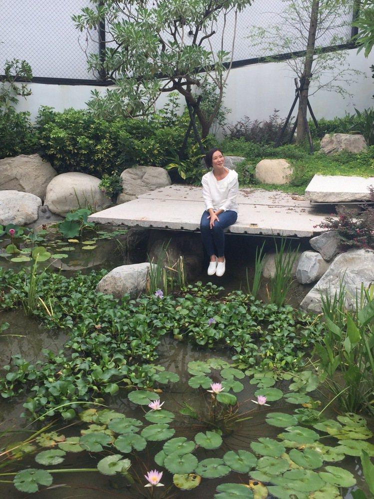 張本渝認為「大熊藏鋒」林蔭環繞的居住環境,能讓身心靈徹底休息。記者宋健生/攝影
