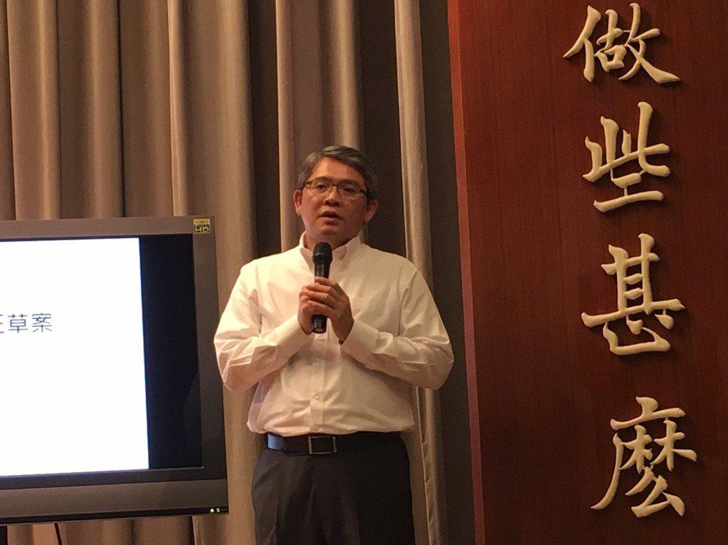 內政部次長花敬群說明住宅法修正草案的修法重點。 李順德/攝影