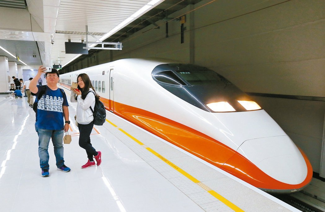高鐵南港站今年7月通車,結合台鐵、捷運、高鐵形成「三鐵共構」車站。 報系資料照