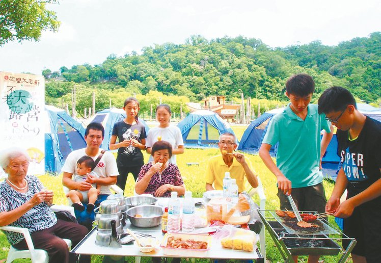 宜蘭不老節今年加入很夯的露營,邀請全家老中青三代放下手機,走進大自然,享受團聚之...