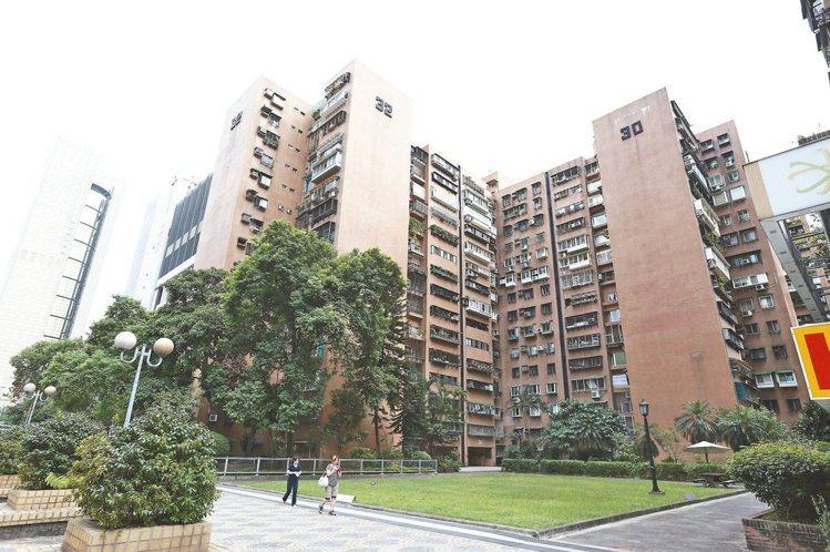 專家示警,未來國宅仍有房價下修風險,接下來有意出售的屋主務必多加注意。 圖/報系...
