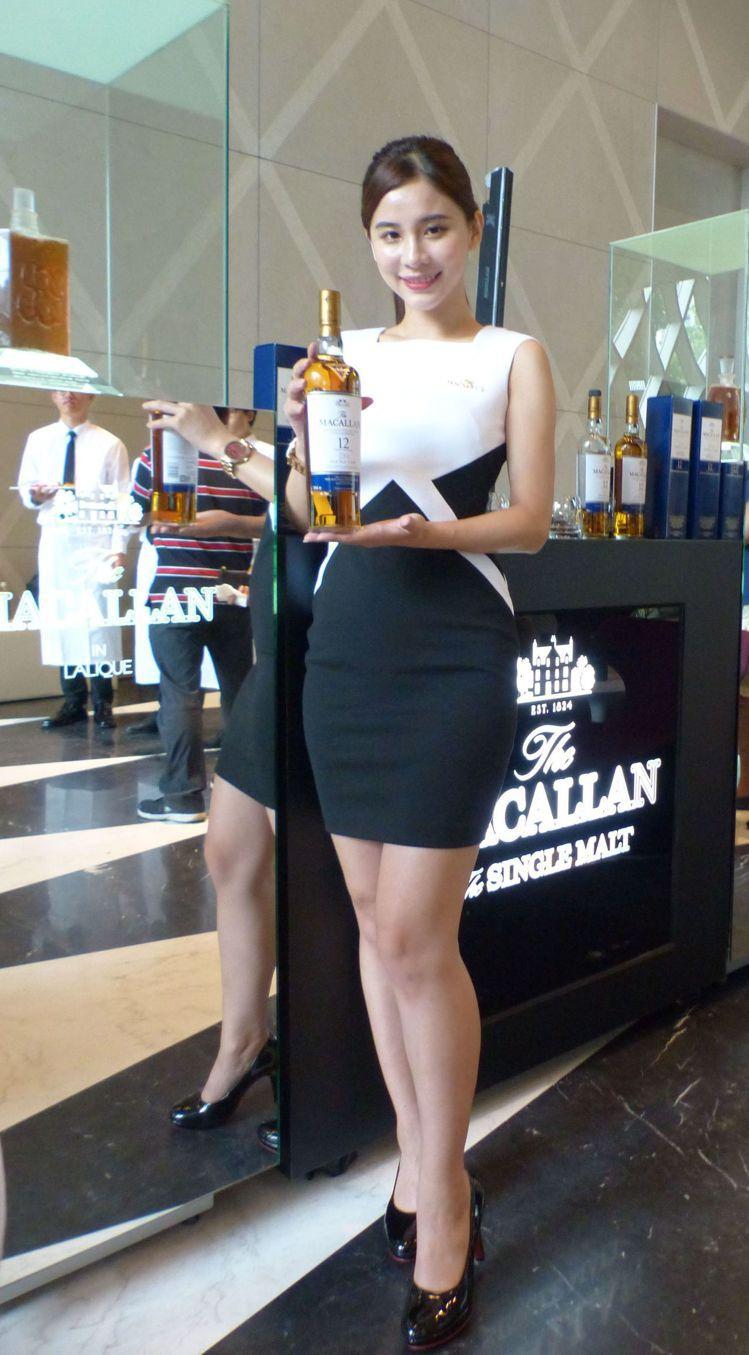 大陸建設在七期的「麗格」接待會館變身洋酒展示表會所。記者趙容萱/攝影