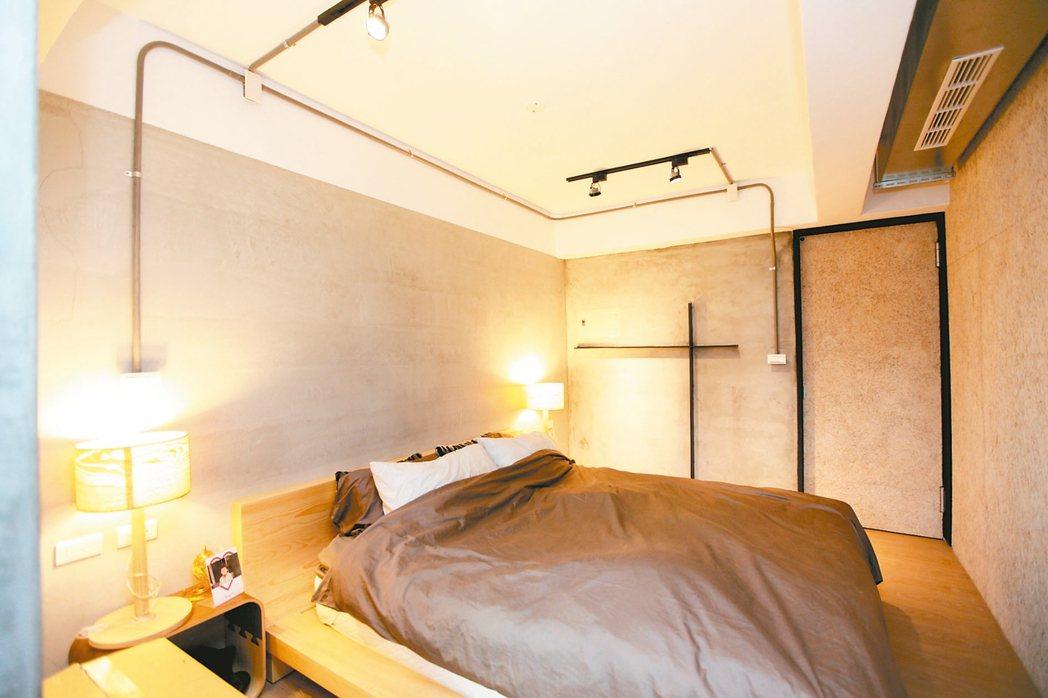 臥室天花板高度當然能盡可能高較為舒適,過低會出現壓迫感。 圖/永慶居家中心提供