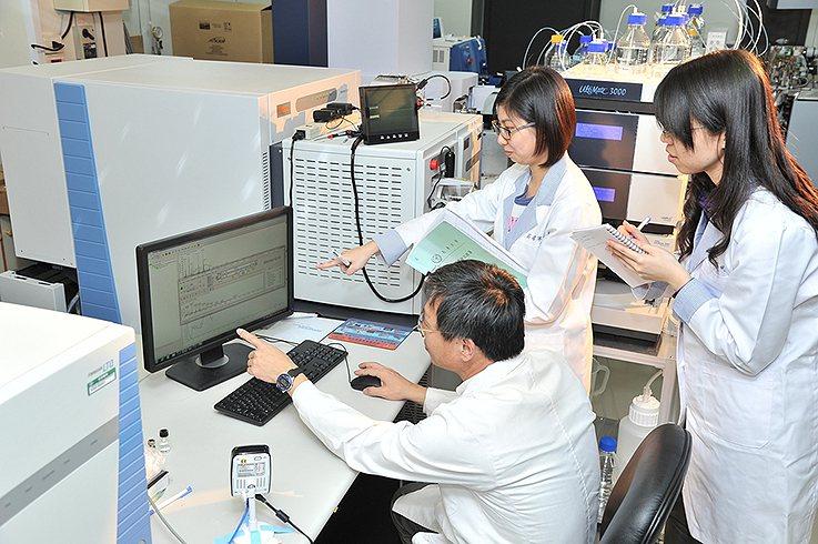 長庚大學分子醫學中心投入多項前瞻性研究。圖為蛋白質體核心實驗室。 長庚大學/提供